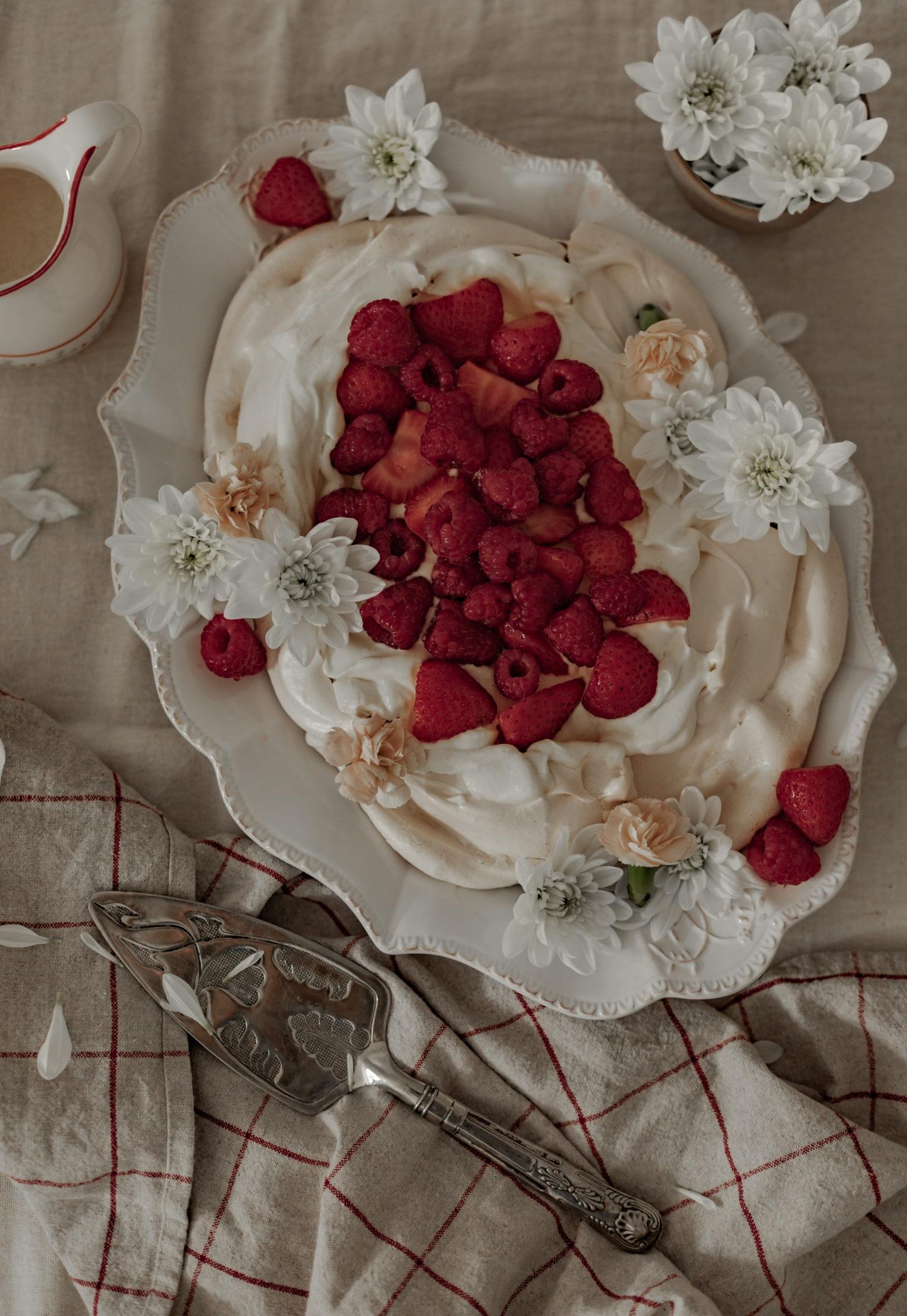 Pavlova aux fraises & aux framboises